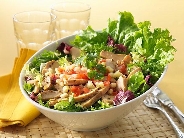 2 Receitas refrescantes para os dias quentes- Salada de alface, cogumelos, couve roxa e tomate