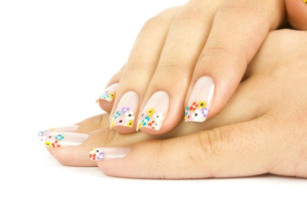 As tendências de cores e formatos para as suas unhas este verão- unhas decoradas