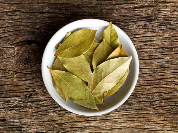7 Formas naturais de eliminar baratas de sua casa -Folhas de louro