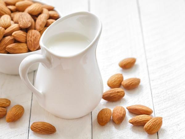 Receita de leite de coco e amêndoa: 2 alternativas ao leite de origem animal- Leite de amêndoa