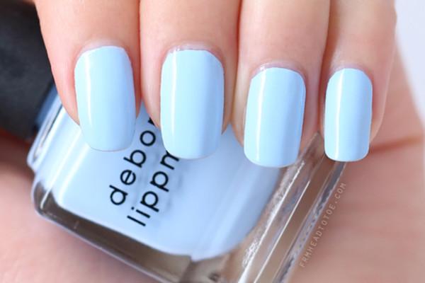 As tendências de cores e formatos para as suas unhas este verão- azuis
