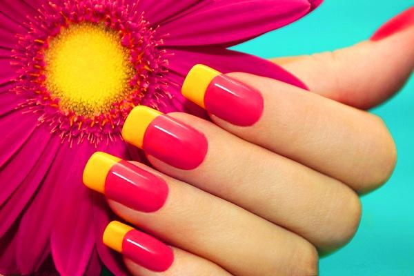 As tendências de cores e formatos para as suas unhas este verão- unhas quadradas