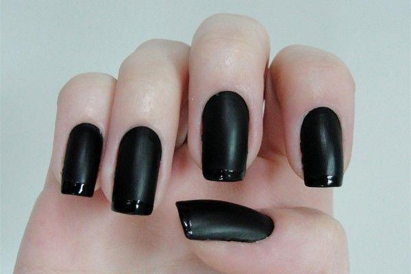 As tendências de cores e formatos para as suas unhas este verão- preto