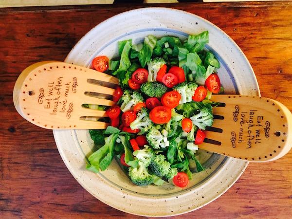 2 Saladas para combater os excessos e desintoxicar o organismo- Salada refrescante de tomate cherry com brócolos e espinafres