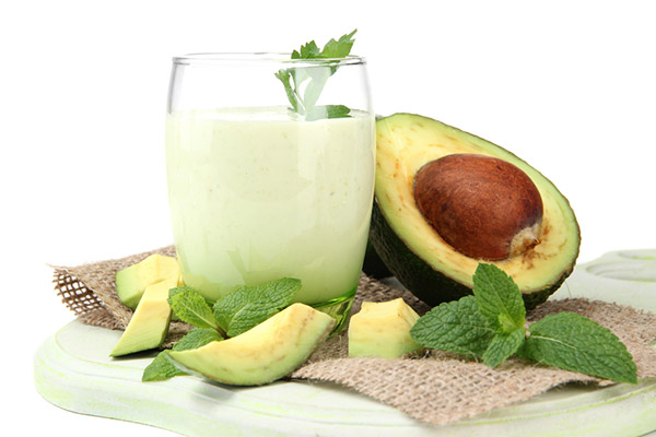 Shake de abacate e hortelã