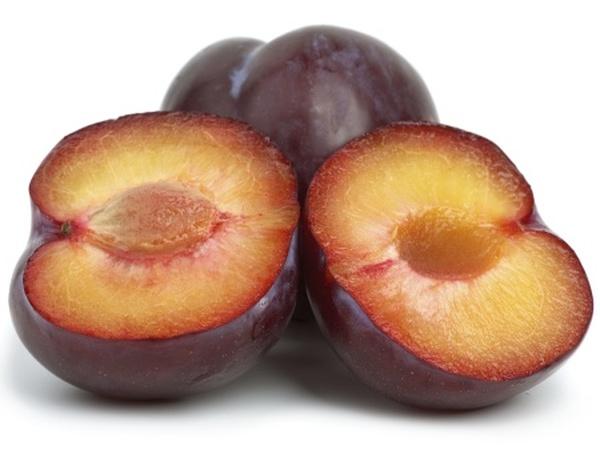 Os 7 melhores frutos para consumir no verão- Ameixas