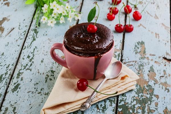 Bolo de cereja na caneca: Uma sobremesa sem culpa- Bolo de cereja na caneca