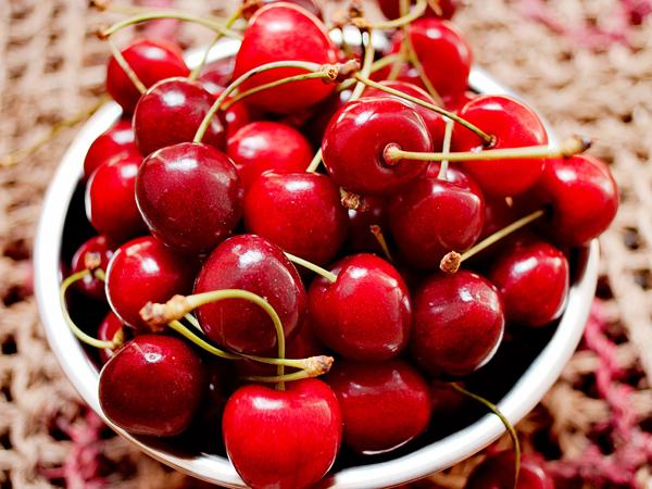 Os 7 melhores frutos para consumir no verão - Cerejas