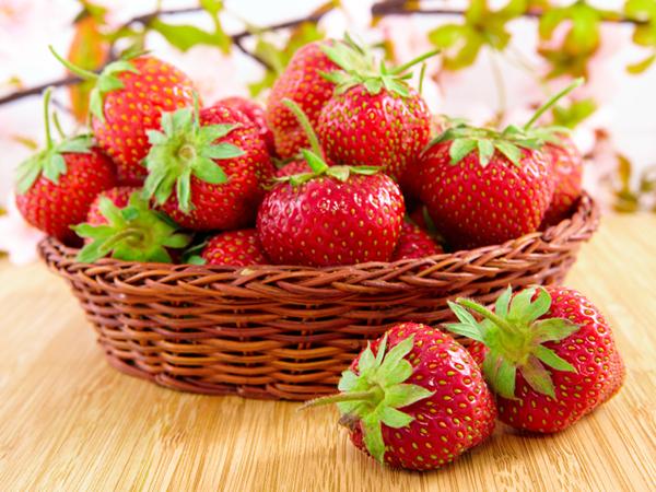 Os 7 melhores frutos para consumir no verão- Morangos