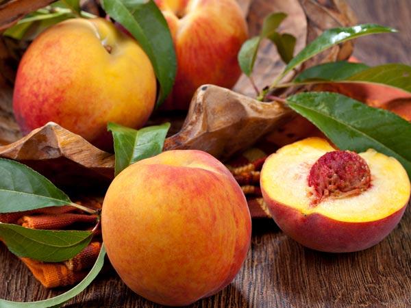 Os 7 melhores frutos para consumir no verão-Pêssegos