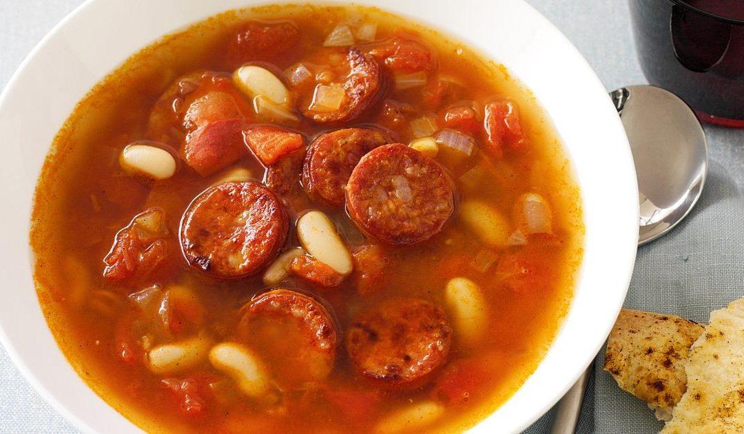 Sopa de tomate e chouriça – um prato tradicional