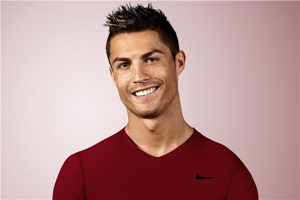 Os 10 jogadores de futebol mais bonitos do mundo- Cristiano Ronaldo