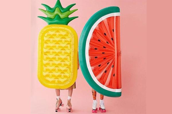 Bóias e colchões insufláveis para arrasar este verão- Ananás e melancia