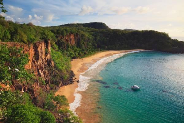 10 praias que devia visitar pelo menos 1 vez na vida- Baía do Sancho