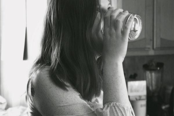 Hábitos que prejudicam a nossa saúde- Beber água em excesso