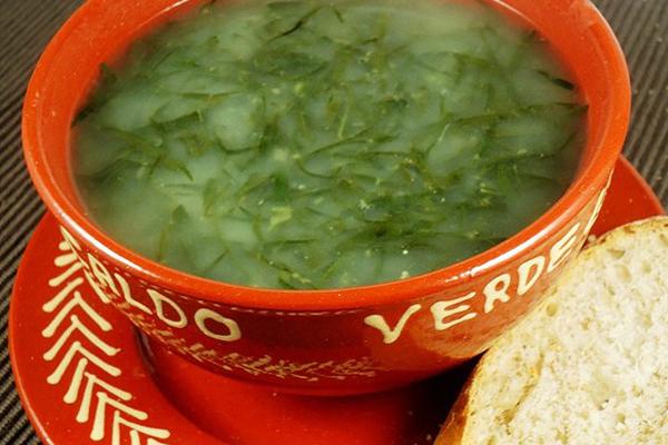 Receita tradicional de caldo verde- Caldo verde