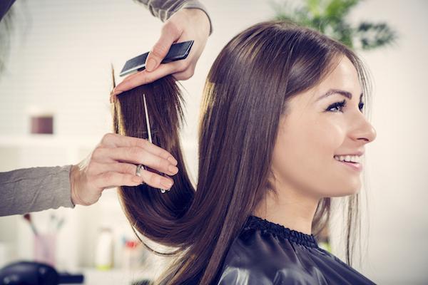 8 dicas para ter um cabelo saudável e bonito- Corte as pontas do cabelo com frequência