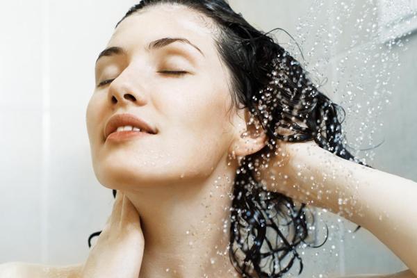 8 dicas para ter um cabelo saudável e bonito- Evite usar água muito quente