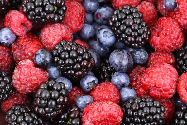 Alimentos que deve comer depois de treinar - Frutos vermelhos