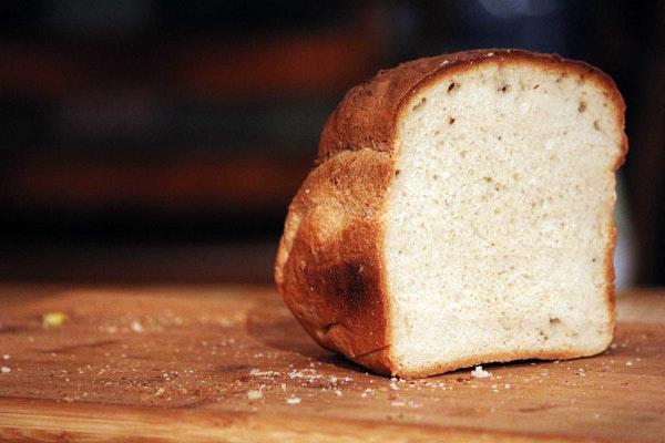 Alimentos que engordam e as pessoas não fazem ideia- Pão