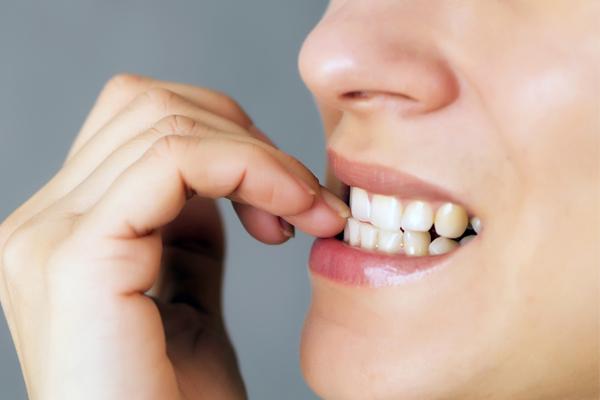 Hábitos que prejudicam a nossa saúde- Roer as unhas