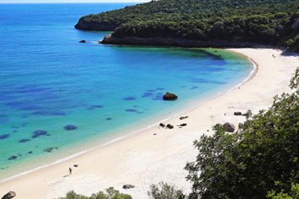 10 praias fantásticas para visitar em Portugal- Praia dos Galapos (Setúbal)