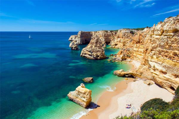 10 praias fantásticas para visitar em Portugal- Praia da Marinha (Lagoa)