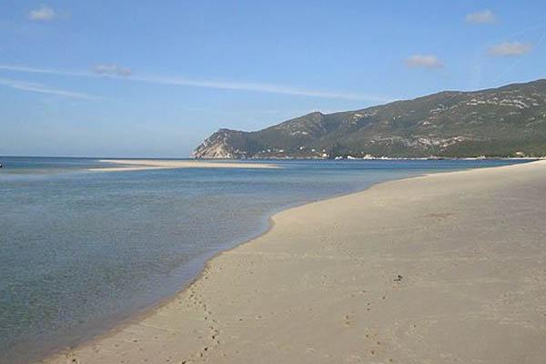 10 praias fantásticas para visitar em Portugal- Praia da Figueirinha (Setúbal)