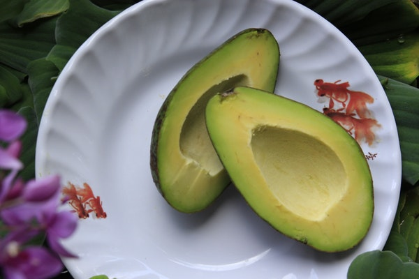 Alimentos que ajudam a retardar o envelhecimento- Abacate