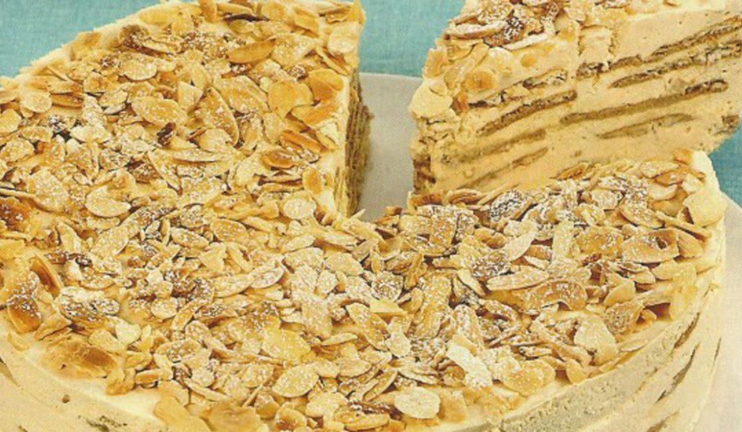 Bolo de bolacha com cobertura de amêndoas- Uma sobremesa irresistível