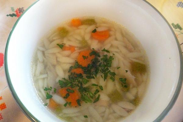 Sopas tipicamente portuguesas que são deliciosas- Canja de galinha