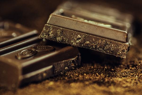 Alimentos que ajudam a manter a boa forma durante o verão- Chocolate rico em cacau