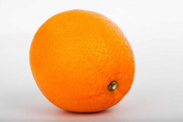 Alimentos que ajudam a manter a boa forma durante o verão- Laranja