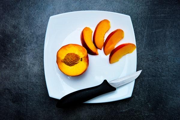 Alimentos que ajudam a manter a boa forma durante o verão- Pêssego