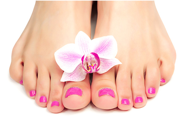 Qual é a cor de verniz que deve usar nas unhas dos pés- Rosa