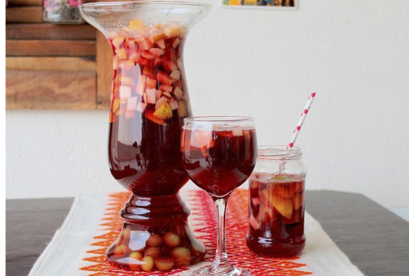 Delicie-se com a receita de 2 sangrias- Tradicional e sem álcool- Sangria sem álcool