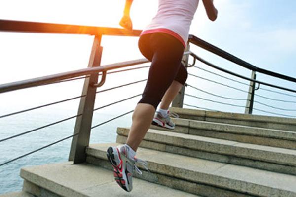 Exercícios que queimam mais calorias- Subir escadas