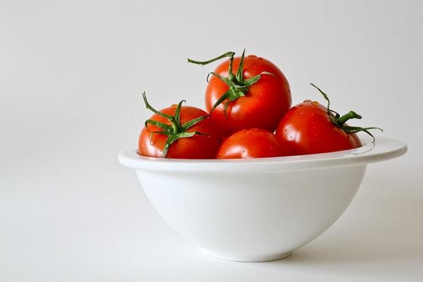 Alimentos que ajudam a retardar o envelhecimento- Tomate