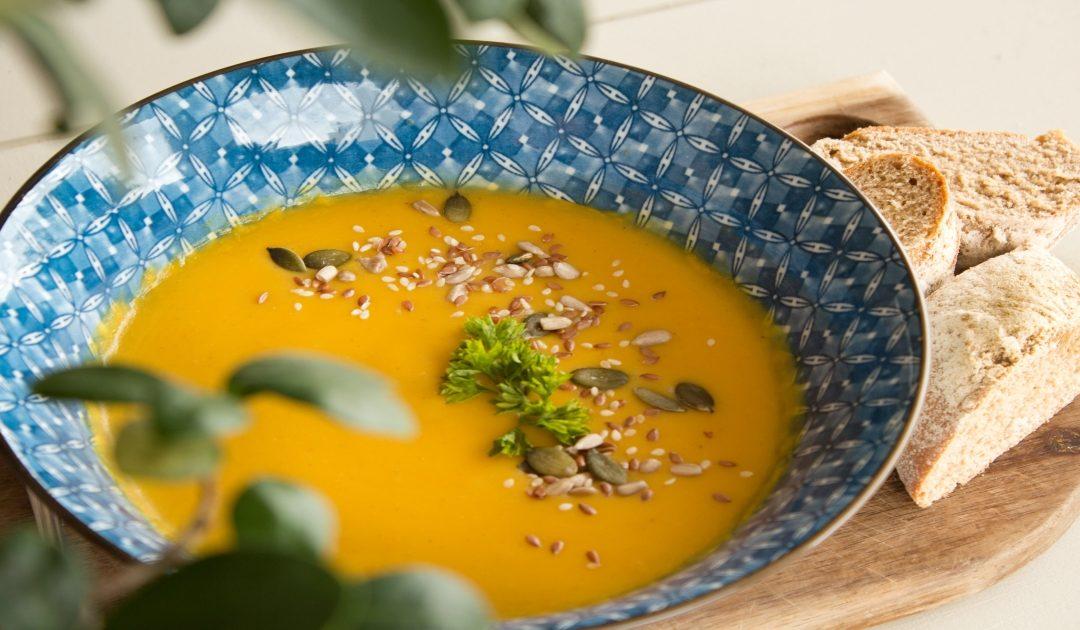 Sopa cremosa de couve-flor e cenoura