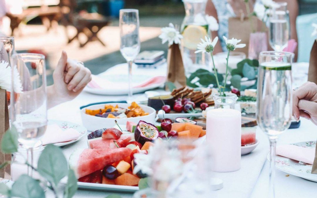 Truques para controlar a fome e evitar excessos à mesa