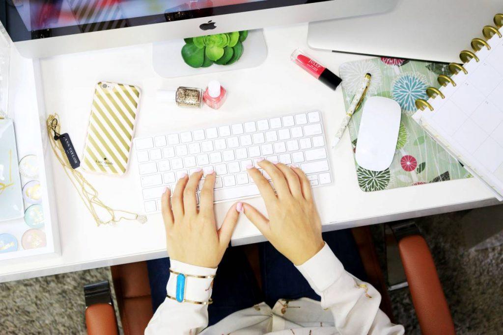 Exercícios e dicas para evitar lesões provocadas pelo uso excessivo do computador e telemóvel