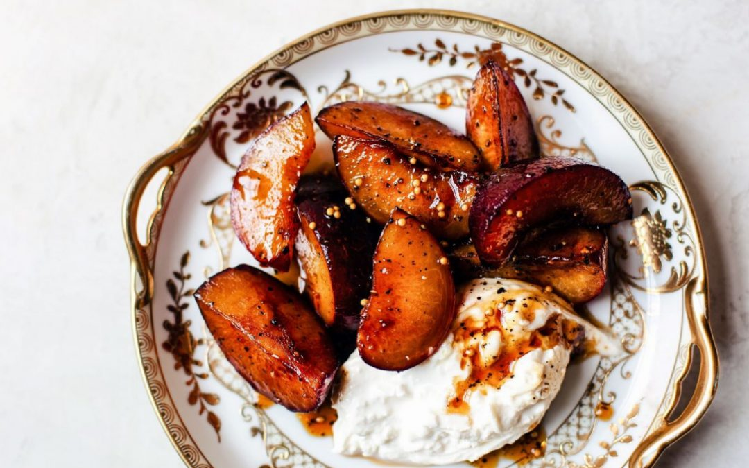 Receita de frutas assadas no forno, com molho doce
