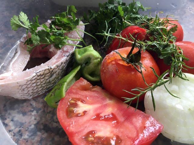 Sopa de tomate, com peixe, à Alentejana
